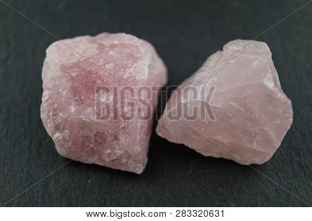 Rose Quartz And Amethyst Stones To Energize The Drink Water