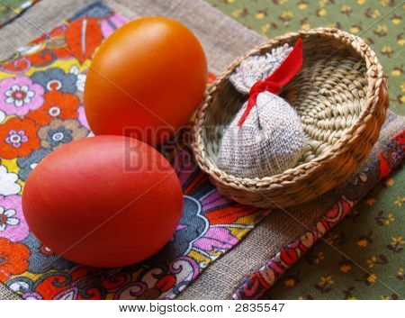 Eggs With Sennit On Colored Flax