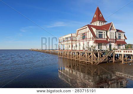 House And Pier Dock Of The Club De Pescadores, Fishermans Club, Rio De La Plata, Buenos Aires, Argen