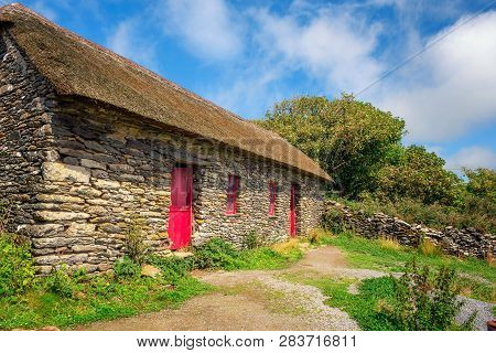 Fahan, Ireland - August 3, 2018 : Slea Head Famine Cottages Built In The Mid Nineteenth Century Hous