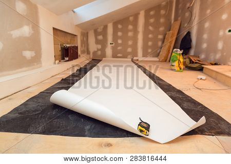Working Process Of Wallpapering  On The Drywall In Small Room Apartment Is Under Construction, Remod