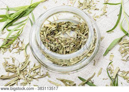 Fresh And Dry Tarragon Herbs