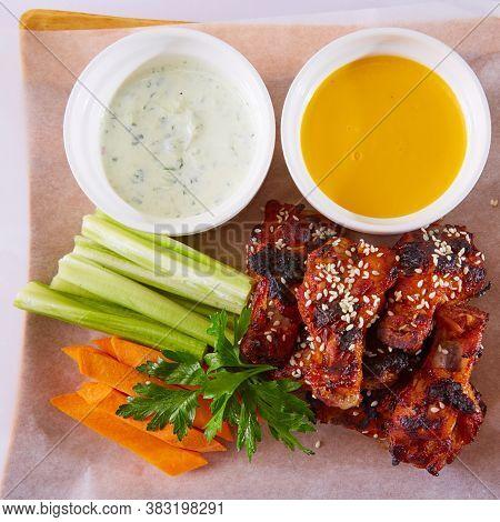 Boneless Buffalo Bbq Chicken Wngs With Ranch Sauce