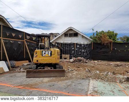 Honolulu - August 16, 2017: Construction Cat Bulldozer Sits In Empty Dirt Lot In Kapahulu.
