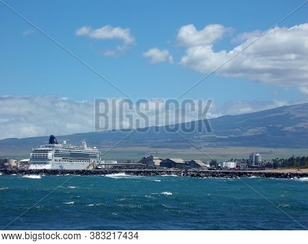 Maui - August 30, 2006: Ncl Pride Of America Cruise Ship Docked At Cruise Terminal In Kahului Harbor