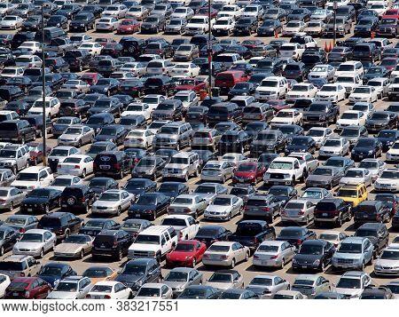 San Francisco - August 12, 2010:  Full Parking Lot Of Cars, Trucks, Suv, And Vans During Baseball Ga
