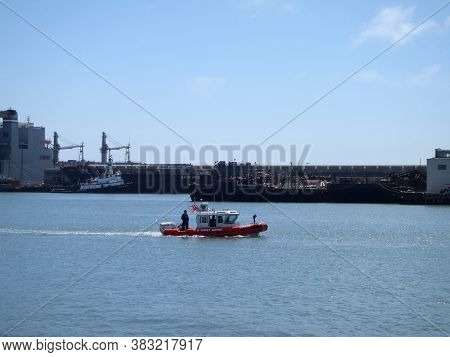 San Francisco - August 20, 2010:  Us Coast Guard Boat Drive Through The Water In Mccovey Cove.
