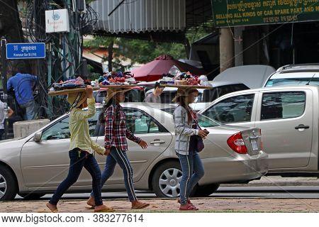 Phnom Penh, Cambodia, August 17, 2019 :  Cambodian Females Street Vendor Put The Threshing Basket Of