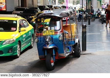 Bangkok, Thailand - Nov 27, 2019 : Taxi Tricycle Tuk Tuk Park To Wait For Passengers Beside The Silo