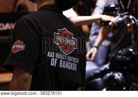 Bangkok, Thailand, April 05, 2018 : Logo Sign Of Harley Davidson On The Back Shirt Of Seller At Thai