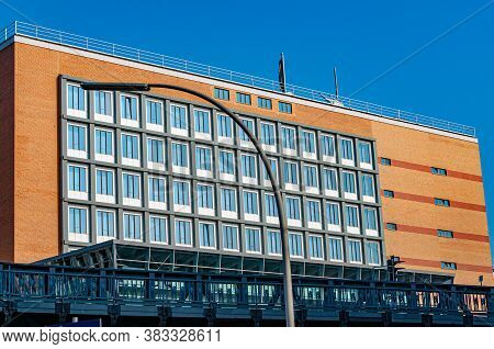 Hamburg / Germany - 09 06 2018: Streetlight And Industrial Metal Bridge In Front Of Office Building