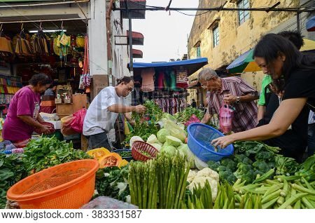 Georgetown, Penang/malaysia - Jun 18 2016: People Purchase At Wet Market.