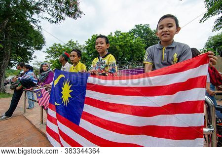 Georgetown, Penang/malaysia - Aug 31 2016: Kids Hold The Malaysia Flag During Independence Processio