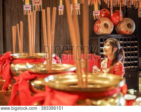 Beautiful Asian Woman With Tradition Clothing Holding Bamboo Cylinder Of Chi Chi Sticks Or Chien Tun