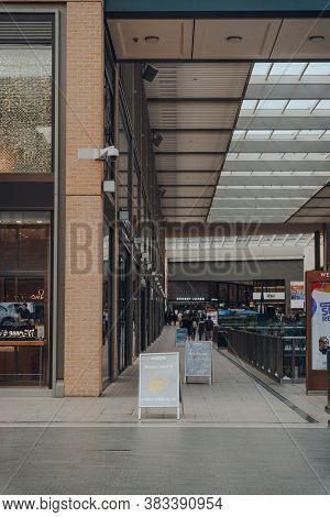 Oxford, Uk - August 04, 2020: Face Covering And Social Distancing Signs Inside Nearly Empty Westgate