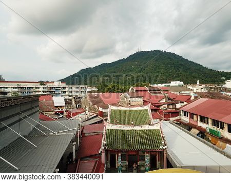 Bukit Mertajam, Penang/malaysia - Jun 04 2019: Pek Gong Cheng Temple With Background Bm Hill.