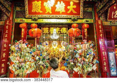 Bangkok Thailand - March 15, 2017 :  Golden Buddhas Seated At Wat Mangkon Kamalawat (wat Leng Noei Y
