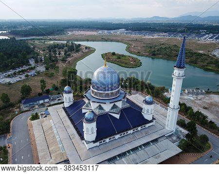 Kepala Batas, Penang/malaysia - Mar 15 2020: Bird Eye View Abdullah Fahim Mosque Beside Lake.