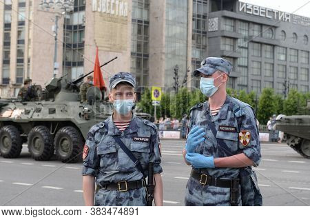 Moscow, Russia - June 17, 2020:soldiers Of The Internal Troops Of The Russian Guard On Tverskaya Str