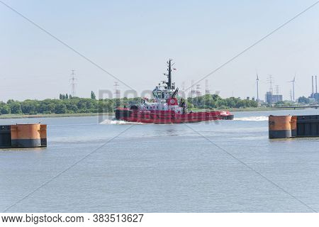 Doel, Belgium, May 18, 2020, The Vessel Sd Shark Is A Tug Vessel, Built In 2008 And Sailing Under Th