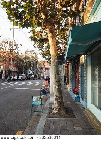 Seoul, South Korea - November 2017: Small Shops Selling Antique In Itaewon Antique Street
