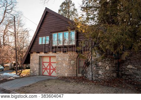 Charlevoix, Mi /usa - March 2nd 2018:  Garage Enterance To One Of Earl Youngs Mushroom Houses