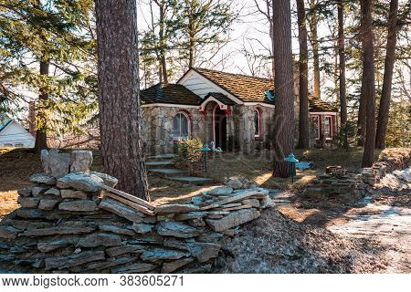 Petoskey, Mi /usa - March 3rd 2018:  Small Mushroom House Built By Earl Young In Michigan