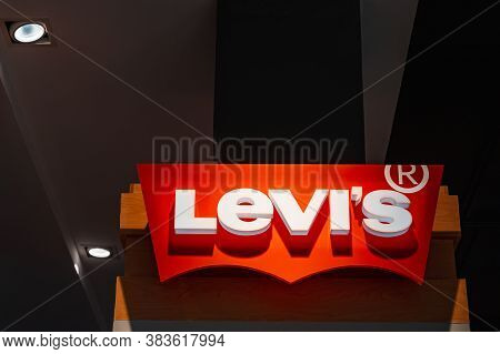 Roi Et, Thailand - July 25, 2020: : Levi's Jeans Logo In Front Of Their Shop In The Robinson Lifesty