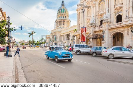 Havana, Cuba-october 8,2016. Classic American Taxi Car Overcrowded With Passengers On The Street  On