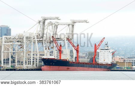Oakland, Ca - July 31, 2020: Bulk Carrier Sagamore Docked At The Port Of Oakland, The Fifth Busiest