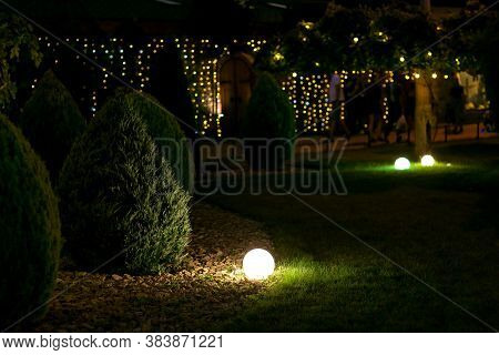 Illumination Landscape Light Park With Electric Ground Lantern With Round Diffuser Lamp With Garland