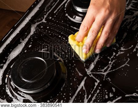 Cleaning The Kitchen, Cleaning The Surface On The Gas Stove With A Washcloth, Household Kitchen Appl