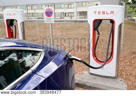 Bordeaux , Aquitaine / France - 09 01 2020 : Tesla Supercharger Car Stations Fast-charged For Americ