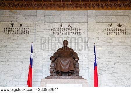 Taipei, Taiwan - October 12, 2018: The Bronze Statue Of Chiang Kai-shek In The Main Hall Of The Chia