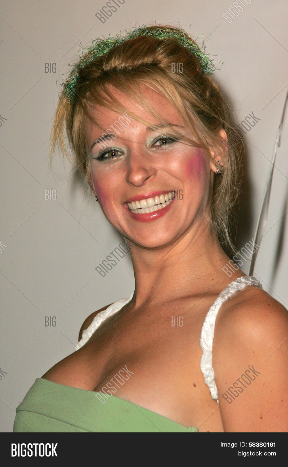 Lindsay Gareth Nude Photos 15