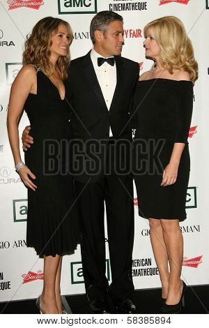 Julia Roberts with George Clooney and Bonnie Hunt at the 21st Annual American Cinematheque Award Honoring George Clooney. Beverly Hilton Hotel, Beverly Hills, CA. 10-13-06