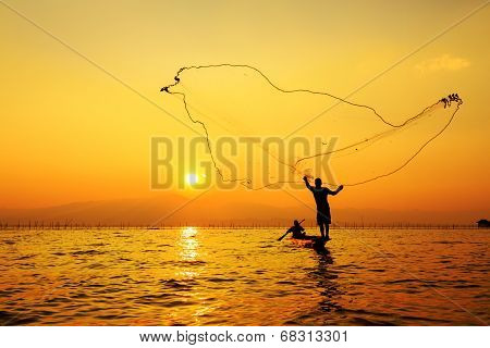 Throwing Fishing Net