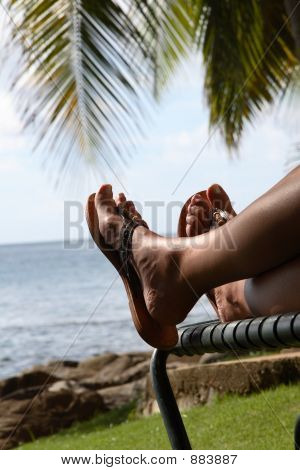 Feetlooking Out