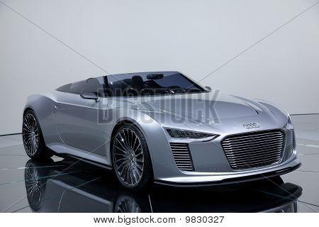 Audi e-tron concept car paris 2010