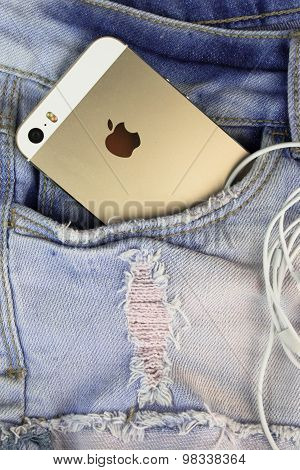 Apple Gold iPhone 5s in a blue denim pocket