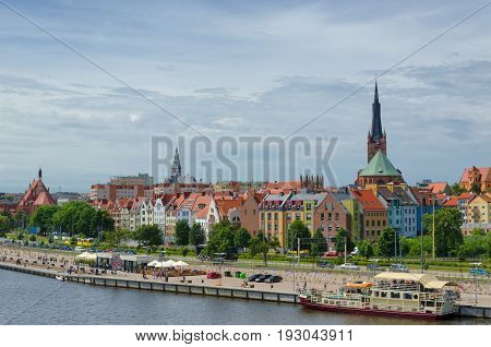 CITY ON THE RIVER - Urban development of Szczecin and the boulevard