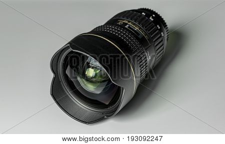 Wide-angle lens with white background and black shadow