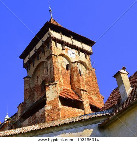 Fortified medieval church in Vineyard Valley, Transylvania. Valea Viilor fortified church is a Lutheran fortified church in Valea Viilor (Wurmloch), Sibiu County, in the Transylvania region of Romania. It was built by the ethnic German Transylvanian Saxon