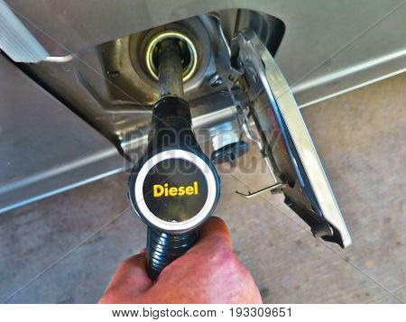 Refueling gas oil through distributor pump Refueling gas oil through distributor pump