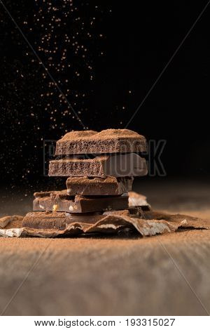 Chocolate porous and with nuts