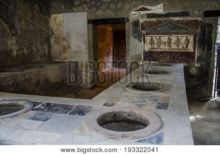The eruption of Vesuvius allowed to preserve this Roman bar until our days. In it we can see the counter where it was dispatched and the jars for drinks and food.