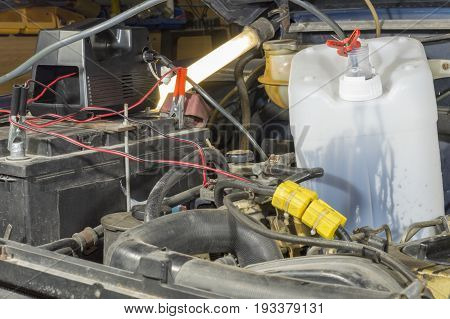 A pump to extract the oil from the engines, the pump runs connected to the vehicle battery, the pump extracts the engine oil from an old vehicle and collects it in a tank to recycle