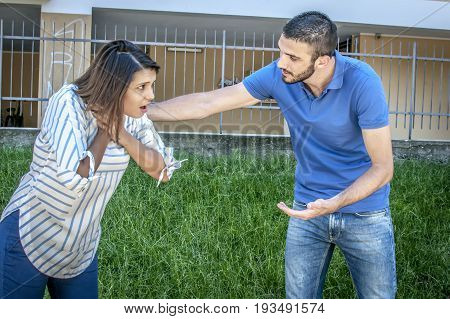 guy helping a girl chocking during feeding