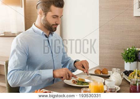 Young male business traveler hotel accomodation eating