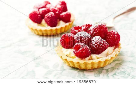 Mini Tarts with Mascarpone Cheese and Raspberries